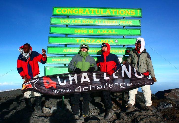 KILIMANDŻARO – nowa tablica na szczycie! - zdjęcie z blog podróżniczy 4challenge