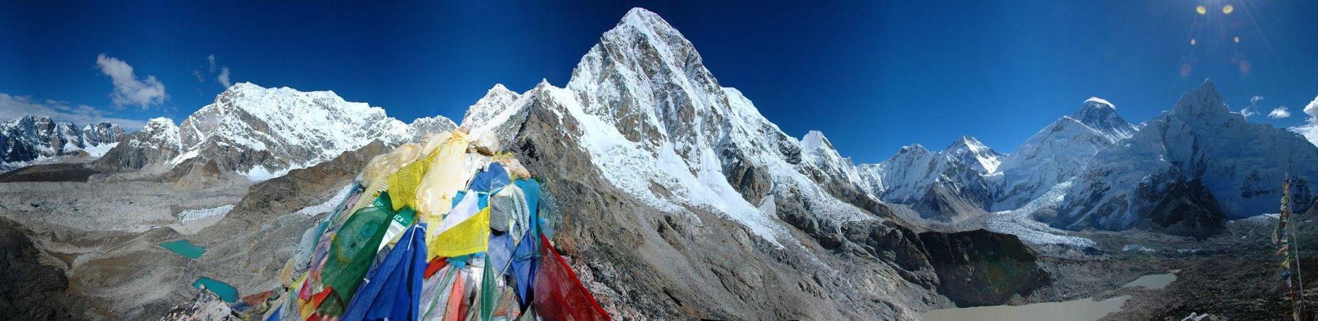 widok na Pumori - Mount Everest - trekking - Himalaje - Nepal - 4challenge