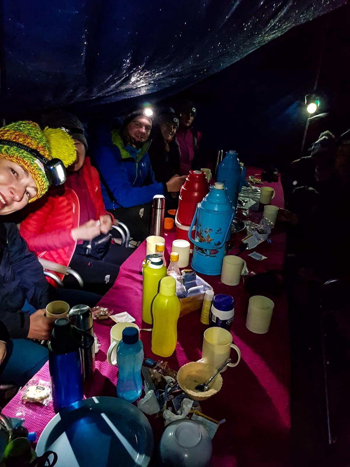 Wigilia bezdomnych, kolacja, messa, kilimandzaro, machame route, odpoczynek-min